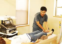 岩倉市ハンズ治療院・整骨院の頭痛施術風景