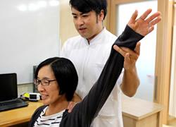 岩倉市ハンズ治療院・整骨院:肩こり・首の痛みの施術風景