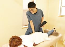 写真:岩倉市ハンズ治療院・整骨院の坐骨神経痛施術